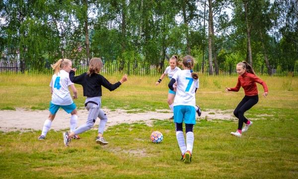 Футбольная команда девочек «Молния» одержала победу в муниципальном этапе всероссийского фестиваля в Кулебаках