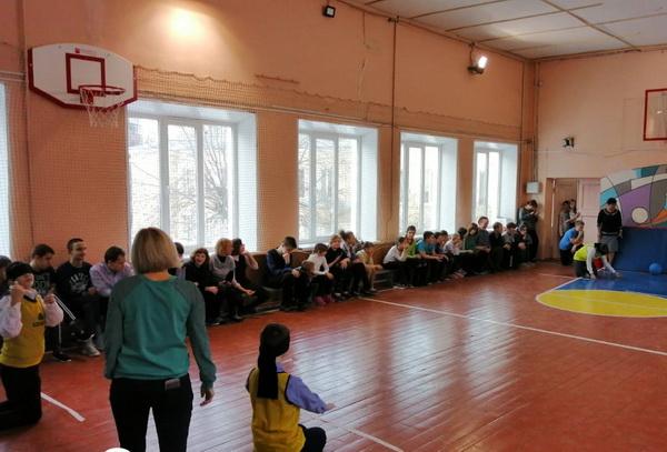 Почти 50 детей с нарушением зрения приняли участие в соревнованиях по голболу в Московском районе