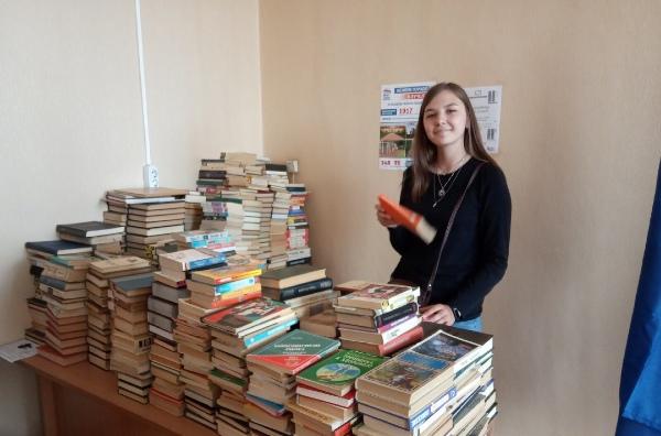 Партийцы соберут книги для детской библиотеки в Дзержинске